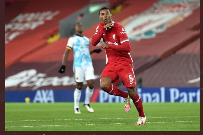 Georginio Wijnaldum mencetak gol dalam laga Liga Inggris antara Liverpool vs Wolves di Anfield, 6 Desember 2020.