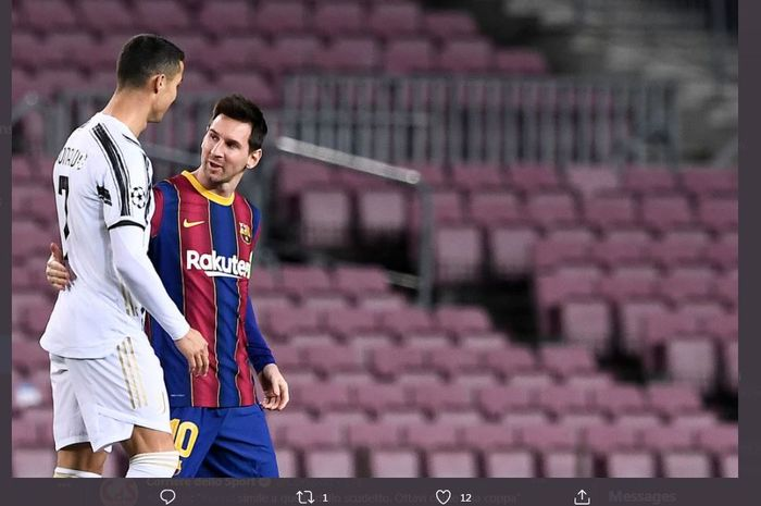 Cristiano Ronaldo dan Lionel Messi berbincang dalam laga Barcelona vs Juventus di Liga Champions, 8 Desember 2020.