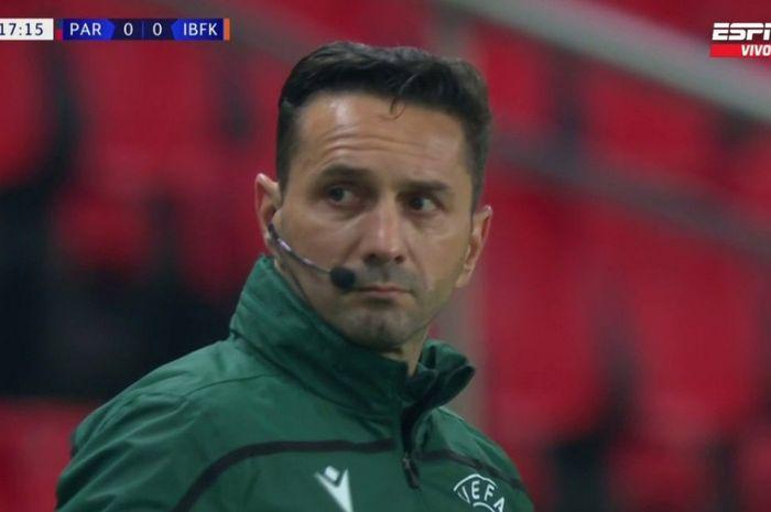 Wasit keempat laga antara Paris Saint-Germain dan Istanbul Basaksehir, Sebastian Coltescu, akhirnya buka suara soal isu rasialisme yang menimpanya.