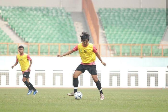 Bek Bali United, Komang Tri Arta WIguna saat menjalani pemusatan latihan timnas U-19 Indonesia pada Januari 2020.