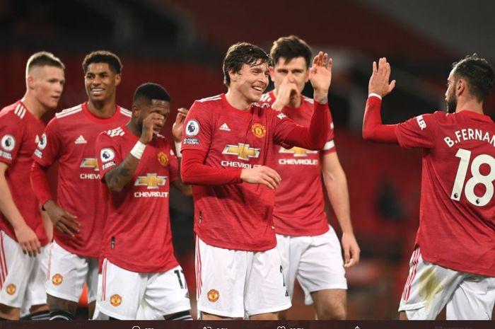 Para pemain Manchester United meryakan gol yang dicetak Victor Lindelof ke gawang Leeds United, Minggu (20/12/2020).