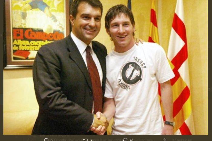 Joan Laporta saat bersama Lionel Messi di Barcelona.