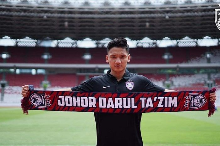 Eks gelandang timnas U-19 Indonesia, Syahrian Abimanyu, resmi diperkenalkan sebagai pemain baru Johor Darul Takzim pada 23 Desember 2020.