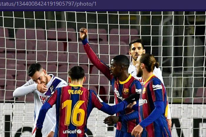 Barcelona menjadi tim dengan kesalahan paling banyak dan penalti yang tidak menguntungkan ketika mereka diselamatkan dari kekalahan melawan Eber oleh gol orang jahat.
