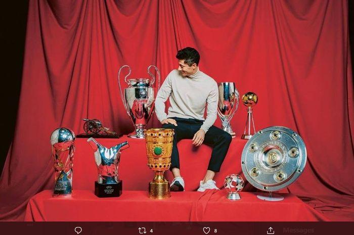 Robert Lewandowski memenangi banyak gelar bersama Bayern Muenchen sepanjang 2020, plus trofi Pemain Terbaik Dunia versi FIFA.