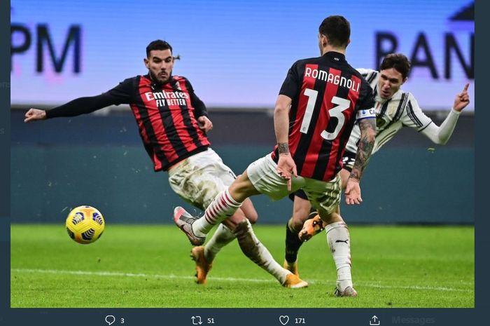 Federico Chiesa melepas tembakan yang menjebol gawang AC Milan untuk kemenangan Juventus di Liga Italia, 6 Januari 2021.