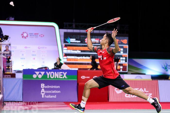 Pemain tunggal putra Indonesia, Anthony Sinisuka Ginting, saat menjalani laga babak kesatu Thailand Open I 2021 di Impact Arena, Bangkok, Thailand, Selasa (12/1/2021).
