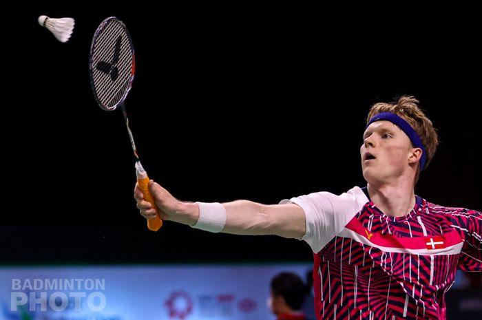 Tunggal putra Denmark, Anders Antonsen saat tampil pada babak pertama Thailand Open I 2021, Rabu (13/1/2021)