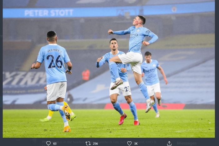 Phil Foden mencetak gol Manchester City ke gawang Brighton & Hove Albion di Etihad Stadium, 13 Januari 2021.