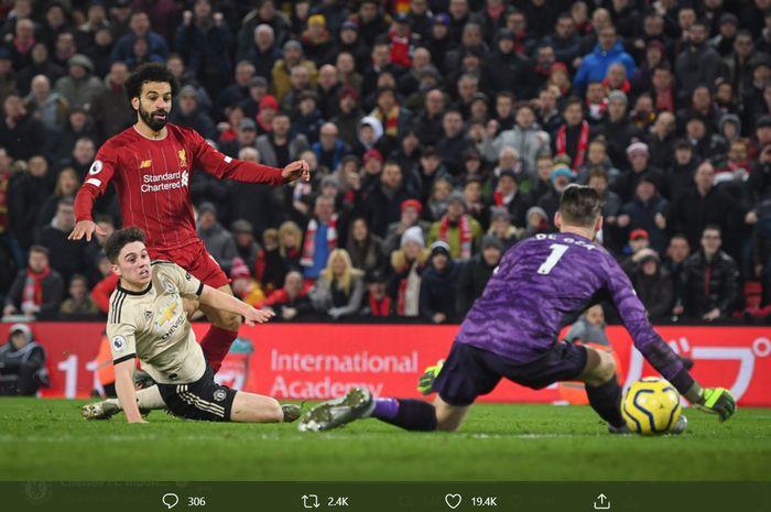 Momen duel sengit Liverpool dan Manchester United di Stadion Anfield di Liga Inggris yang terjadi pada musim 2019-2020.