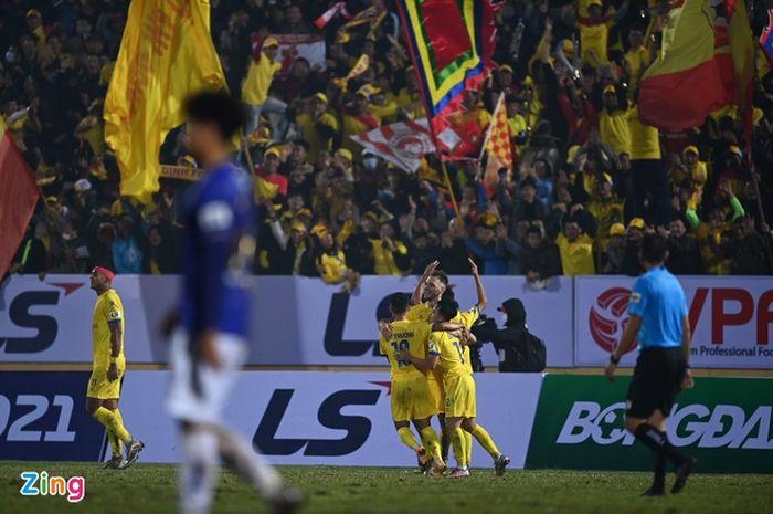 Laga Pembuka V League 1 2020 antara Nam Dinh FC vs Hanoi FC di Stadion Thien Truong.