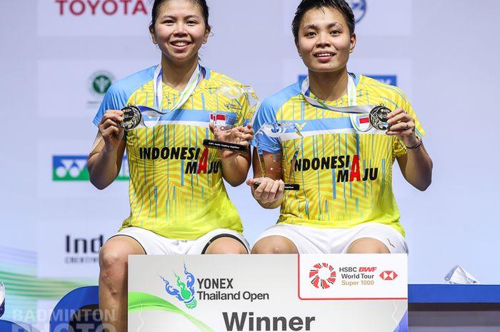 Pasangan ganda putri Indonesia, greysia Polii/Apriyani Rahayu setelah juara pada Thailand Open I 2021, Minggu (17/1/2021)