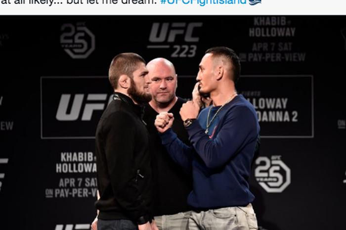 Khabib Nurmagomedov (kiri) dan Max Holloway (kanan) saat sesi tatap muka di acara UFC 223