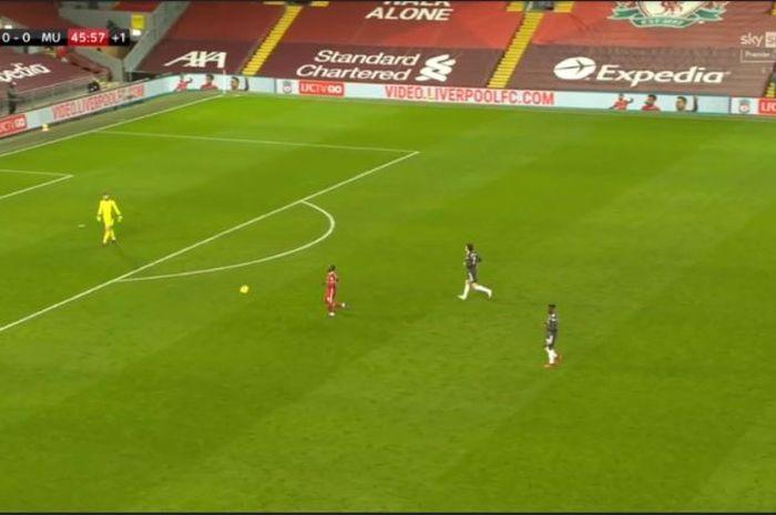 Juergen Klopp teriak dan Thiago Alcantara tutup muka saat peluang gol Sadio Mane untuk Liverpool digagalkan oleh wasit.