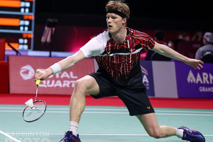Aksi tunggal putra Denmark, Anders Antonsen pada babak pertama Thailand Open II 2021, Selasa (19/1/2021)