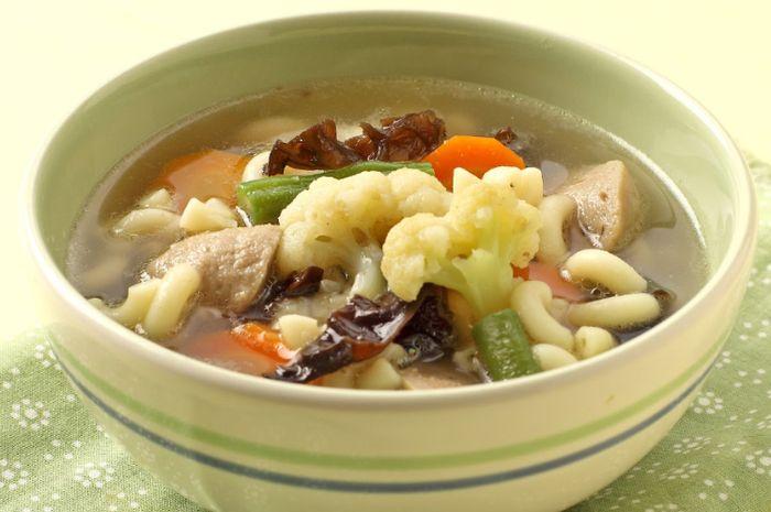 ILUSTRSI Resep sup sayur makaroni untuk sajian buka puasa dan sahur.