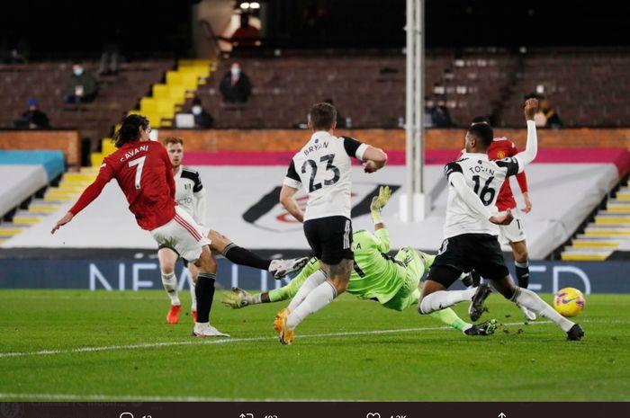 Edinson Cavani mencetak gol ke gawang Fulham pada laga Manchester United kontra Fulham pada laga tunda pekan ke-18 Liga Inggris 2020-2021.