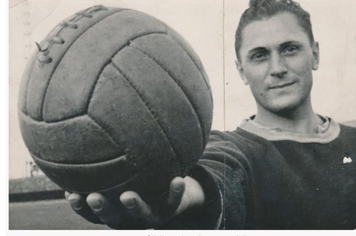 Josef Bican dikabarkan telah mencetak 821 gol di ajang resmi sepanjang karirnya.