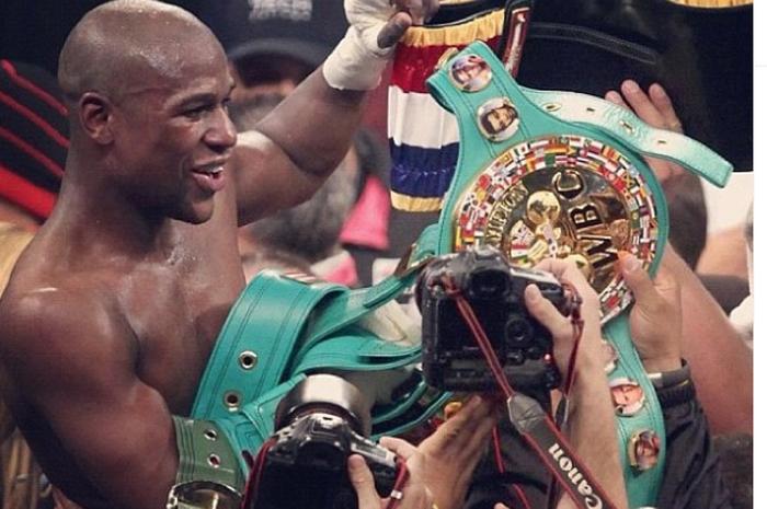 Floyd Mayweather dengan Titel WBC-nya