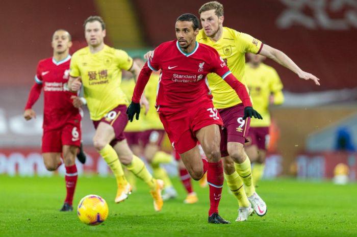 Liverpool masih mandul soal mencetak gol tanpa Mohamed Salah dan babak pertama berakhir dengan skor sama kuat 0-0.