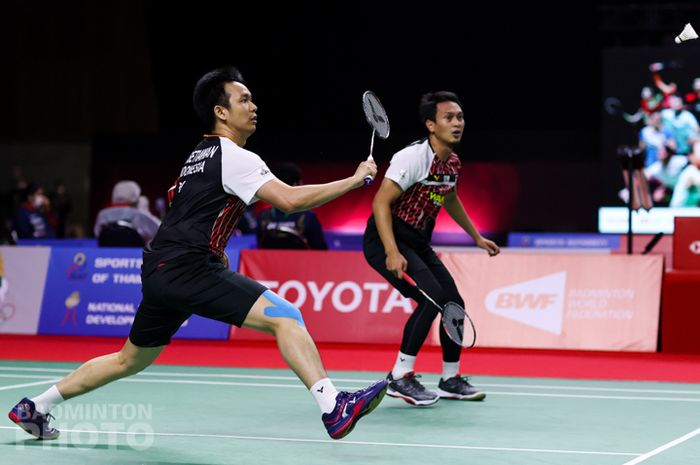 Pasangan ganda putra Indonesia, Mohammad Ahsan/Hendra Setiawan, saat menjalani pertandingan babak kesatu Thailand Open II 2021 di Impact Arena, Bangkok, Thailand, Rabu (20/1/2021).