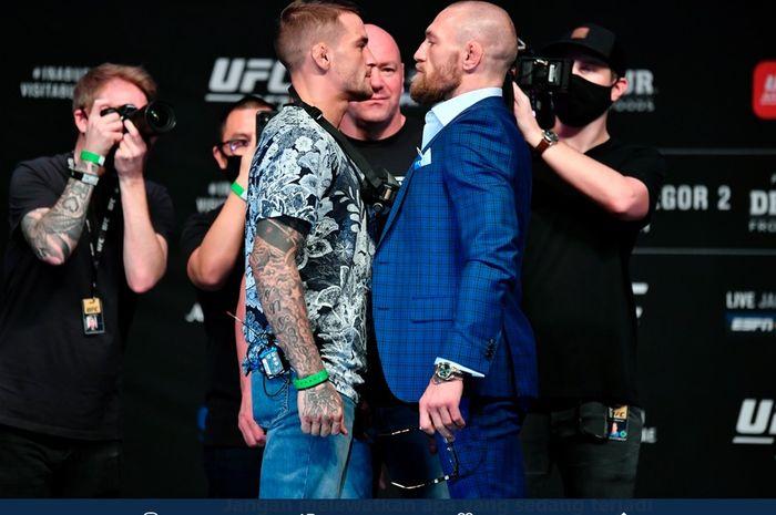 Dustin Poirier dan Conor McGregor pada sesi staredown menjelang UFC 257. UFC 257 akan digelar di Fight Island, Abu Dhabi, UEA, pada Minggu (24/1/2021) pagi WIB.