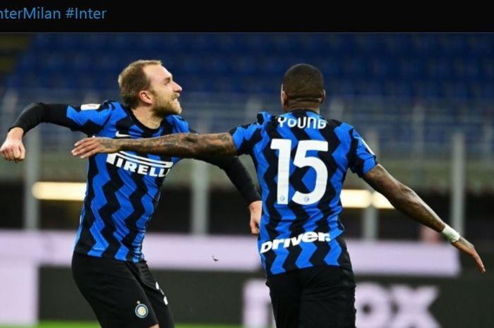 Momen Christian Eriksen merayakan gol tendangan bebasnya ke gawang AC Milan dalam kemenangan 2-1 Inter Milan di babak perempat final Coppa Italia 2020-2021.