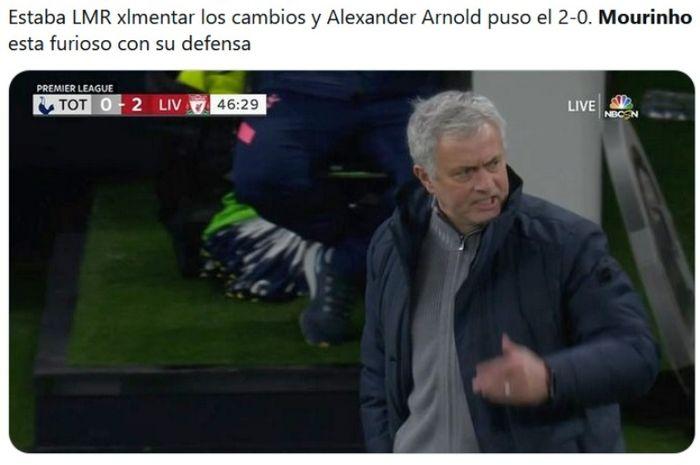Gesture kesal pelatih Liverpool, Jose Mourinho, saat dijebol Liverpool.
