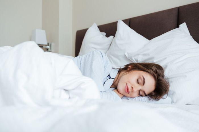 Tidur Tanpa Bantal Sebenarnya Aman Nggak Sih?