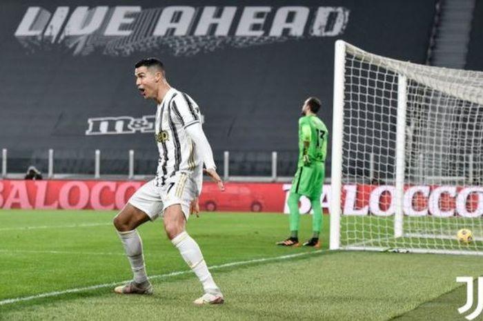 Megabintang Juventus, Cristiano Ronaldo, merayakan gol yang dicetak ke gawang AS Roma dalam laga Liga Italia di Stadion Allianz, Sabtu (6/2/2021).