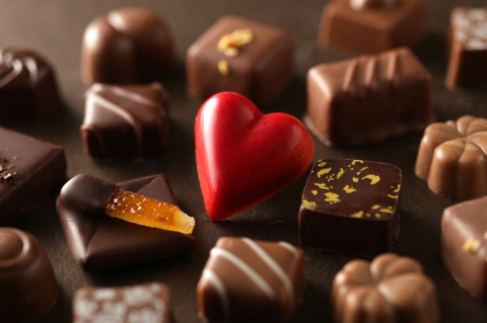 (Illustration of valentine's chocolate) So Valentine's Gifts, Here Are 7 Benefits of Eating Chocolate for Health