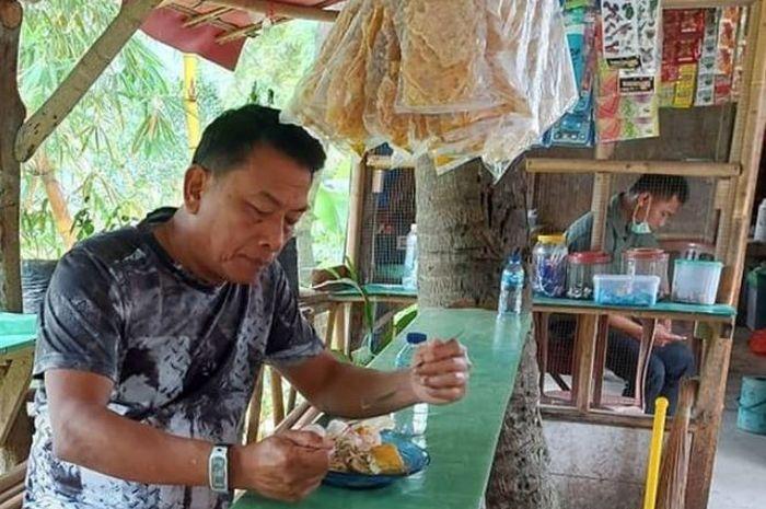 Makan Di Warung Pinggir Jalan Moeldoko Membawa Kenangan Masa Kecil Sonora Id