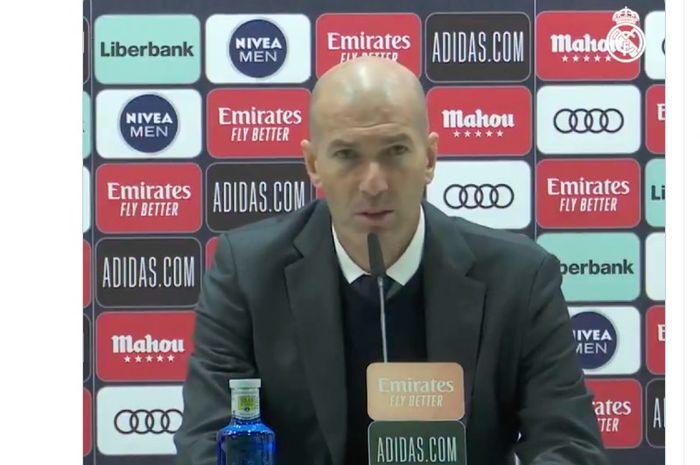 Pelatih Real Madrid, Zinedine Zidane, bingung dengan cedera yang melanda pemainnya, Dani Carvajal, pada laga Liga Spanyol, Minggu (14/2/2021).