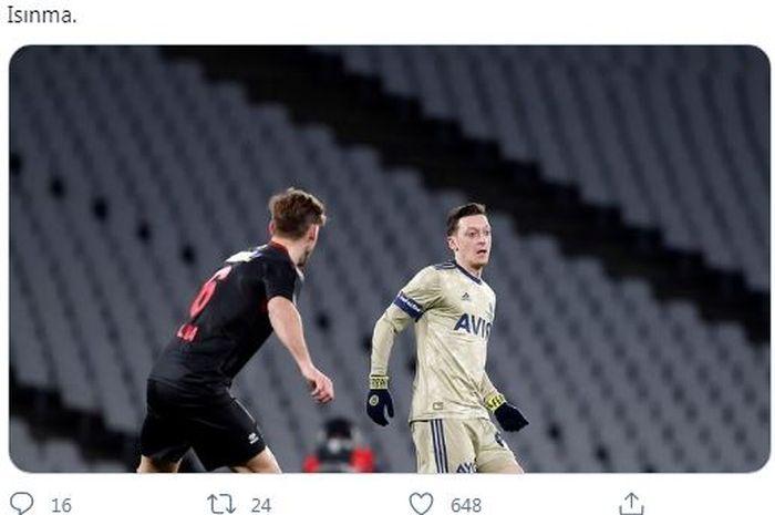 Mantan pemain Arsenal, Mesut Oezil, melakukan debutnya sebagai starter bersama Fenerbahce pada Sabtu (13/2/2021).