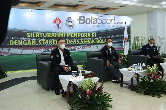 Dari kiri ke kanan: Ketum PSSI Mochamad Iriawan, Menpora Zainudin Amali, Dirut PT LIB Akhmad Hadian Lukita, dalam acara Silaturahmi Menpora RI dengan Stakeholders Sepakbola Indonesia, Kamis (18/2/2021).