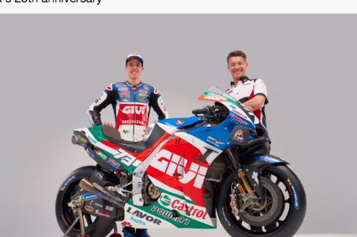 Alex Marquez (kiri) bersama manajer tim, Lucio Cecchinello (kanan), saat peluncuran livery LCR Honda Castrol untuk MotoGP 2021.