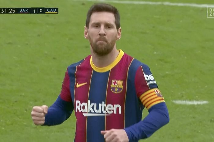 Selebrasi Lionel Messi  usai menjebol gawang Cadiz di babak pertama dalam laga lanjutan Liga Spanyol, Minggu (21/2/2021).