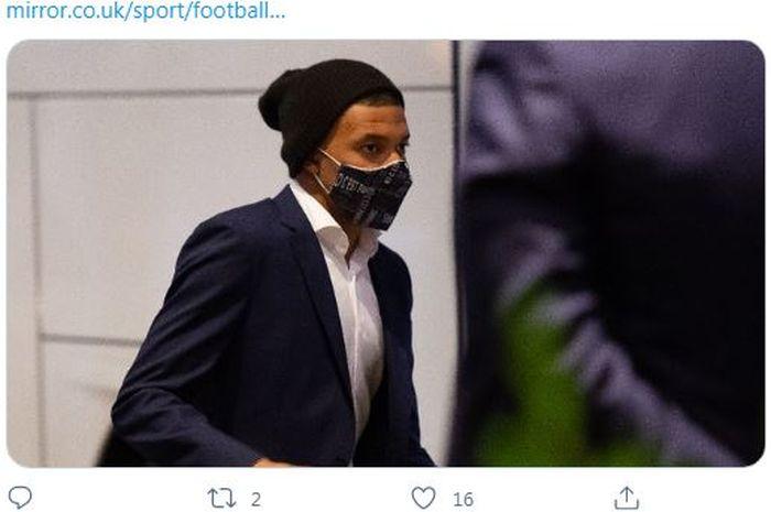 Bintang Paris Saint Germain, Kylian Mbappe, dilaporkan meminta klausul pelepasan dalam kontrak baru jika klub ingin mempertahankannya.