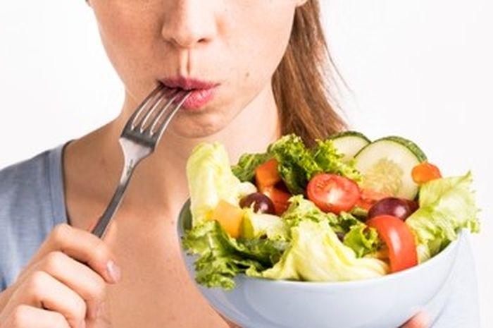 Seorang wanita terkena penyakit kronis setelah hanyamakan buah dan sayur selama 3 tahun.