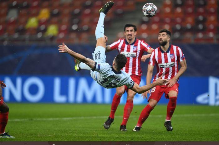 Luis Suarez hampir dicekik bek Chelsea, Antonio Ruediger, sementara tendangan salto Olivier Giroud berhasil membenamkan Atletico Madrid.