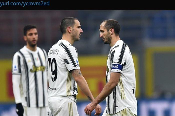 Dua bek kawakan milik Juventus, Leonardo Bonucci dan Giorgio Chiellini.