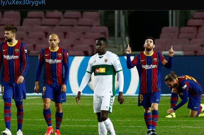 Lionel Messi memborong dua gol dalam kemenangan 3-0 Barcelona atas Elche pada laga tunda Liga Spanyol 2020-2021.
