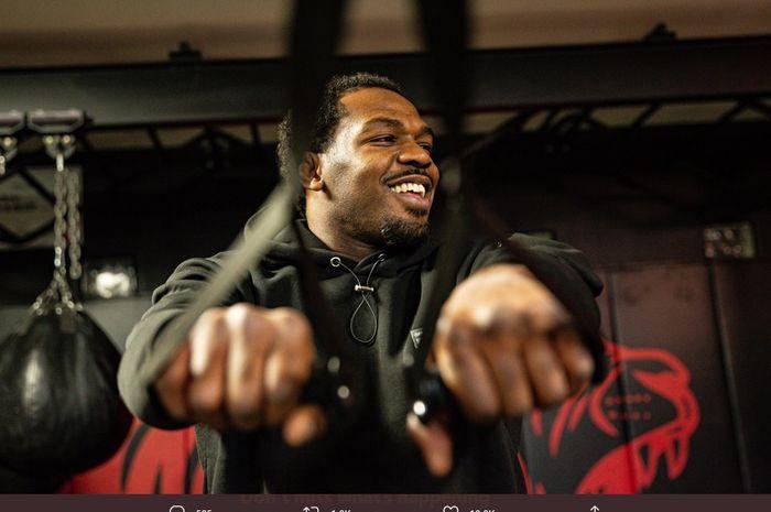 Penampakan petarung, Jon Jones yang kian terlihat layaknya para raksasa di kelas berat UFC.