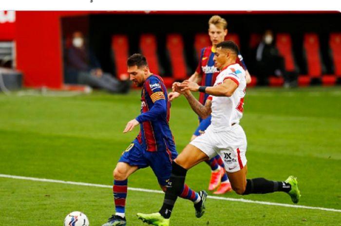 Megabintang Barcelona, Lionel Messi, ditempel ketat bek tengah Sevilla, Diego Carlos, dalam laga pekan ke-25 Liga Spanyol 2020-2021, Sabtu (27/2/2021) pukul 22.15 WIB di Stadion Ramon Sanchez Pizjuan
