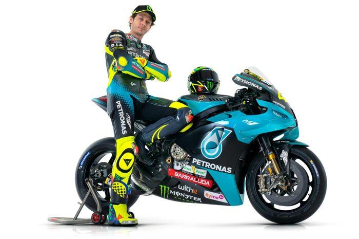 Pembalap Petronas Yamaha SRT, Valentino Rossi, ketika memamerkan livery tunggangannya pada MotoGP 2021.