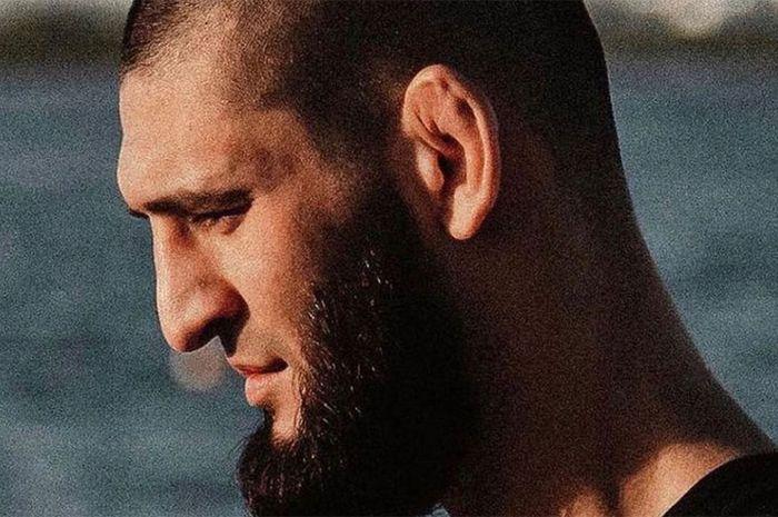 Petarung kelas welter UFC, Khamzat Chimaev, sempat mengumumkan pensiun setelah kondisi kesehatannya menurun.