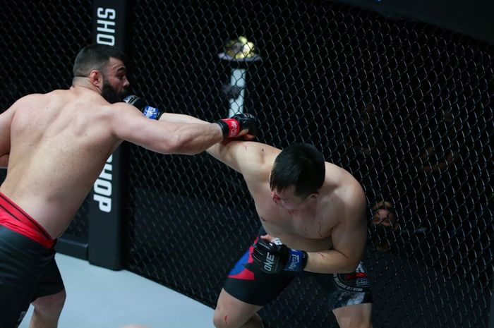Duel Kang Ji Won kontra Amir Aliakbari di ONE Championship: Fists of Fury 2, Jumat (5/3/2021) di Singapura.