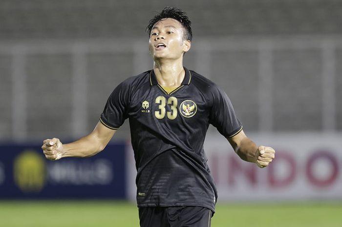 Koko Ari Araya saat memperkuat timnas U-22 Indonesia vs Bali United pada laga uji coba di Stadion Madya, Senayan, Jakarta, Minggu (7/3/2021).