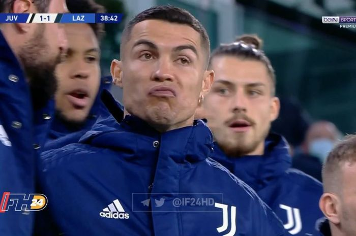 Cristiano Ronaldo nampa melengos saat melihat gol roket Adrien Rabiot.