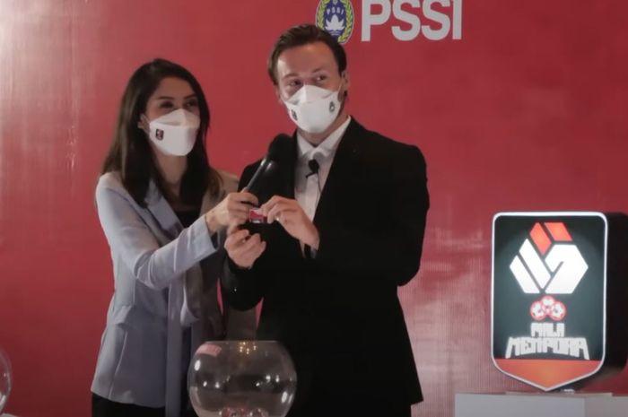 Heboh Istri Marc Klok Protes PPKM Darurat dan Tolak Vaksinasi di Indonesia thumbnail